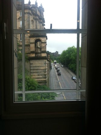 Motel One Edinburgh-Royal : Vista del Castillo a lo lejos