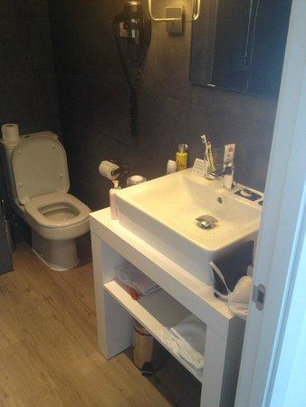 Hotel Acta Madfor: ванная