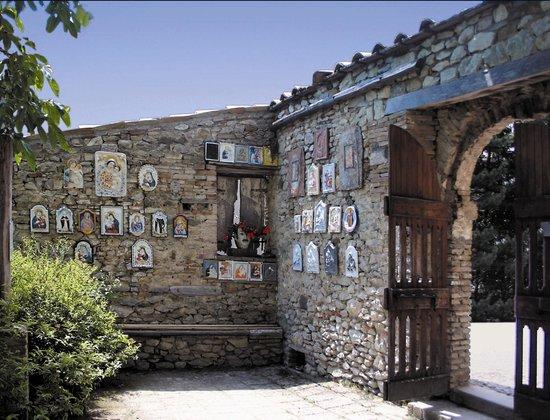 Ostello Montefeltro: Orto dei Frutti Dimenticati, opera di Tonino Guerra, Pennabilli
