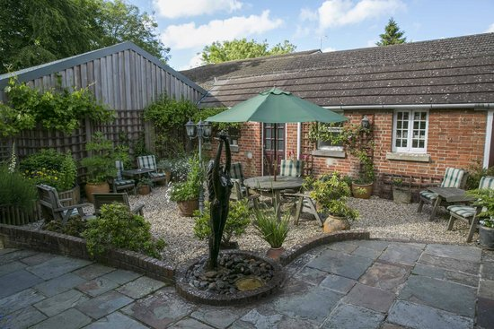 La Fleur de Lys: courtyard garden