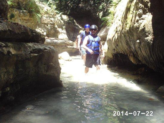 Damajaqua Cascades (27 Waterfalls): Let the splashing begin