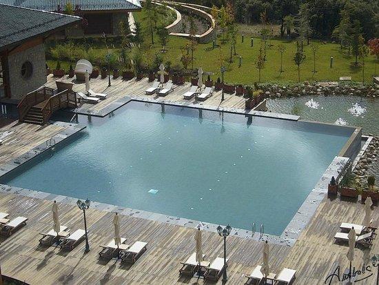 Michlifen Ifrane Suites & Spa: Piscina exterior