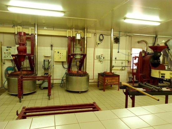 Nougat Arnaud Soubeyran Fabrique & Musee : Les machines sont exposées
