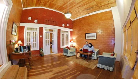 Lymond House: Sitting area of Isis suite