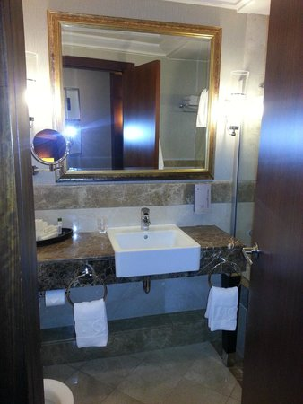 Calista Luxury Resort : bathroom