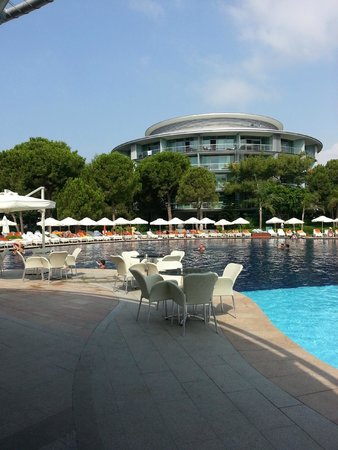 Calista Luxury Resort : pool area