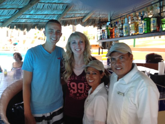 Holiday Inn Resort Los Cabos All-Inclusive: Con esau y elva. Son muy amables!!!