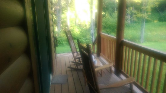 Log Cabin Bed & Breakfast : our delightful porch!