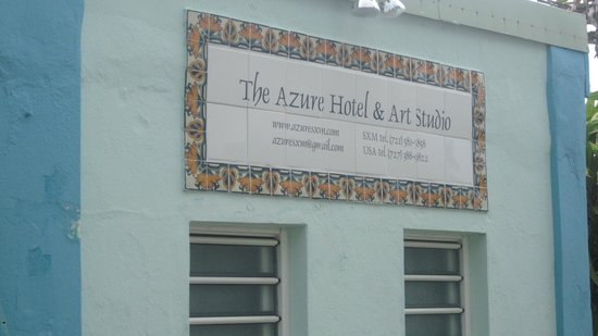 Azure Hotel & Art Studio: Entrance