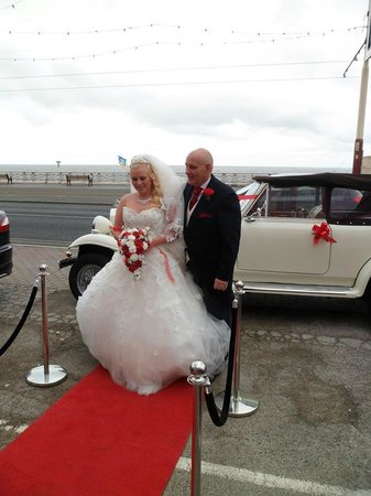 Tiffany's Hotel Blackpool: father and bride on the red carpet outside hotel