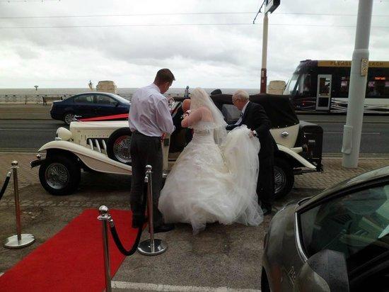 Tiffany's Hotel Blackpool: Howard Crump helping my daughter