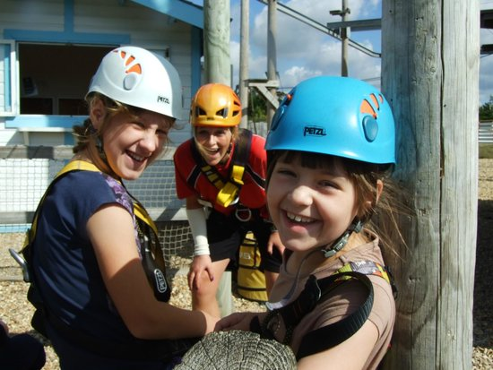 Butlin's Bognor Regis Resort: Kids about to climb the wall
