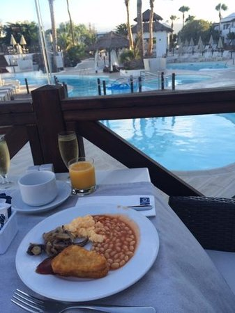 H10 Sentido White Suites: breakfast outside