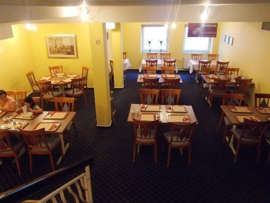 Star Inn Hotel Premium Bremen Columbus: salon del desayuno inferior