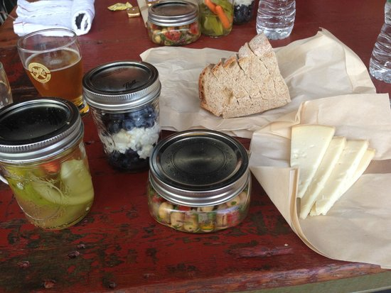 Farm to Glass Tours: Our lovely picnic lunch- so cute and so yummy!