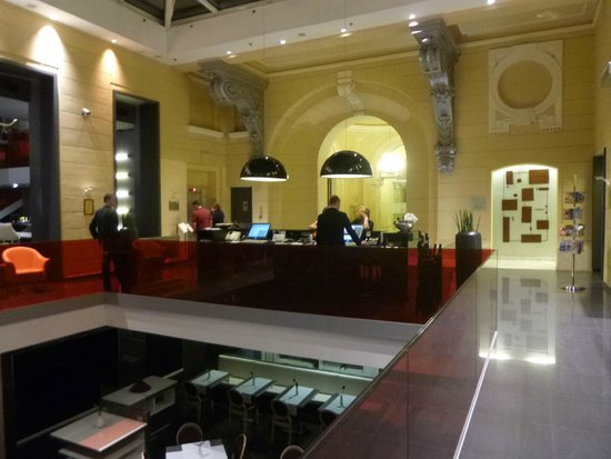 Hotel Palazzo Zichy: Front desk as you enter
