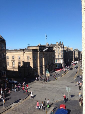 G&V Royal Mile Hotel Edinburgh : View from our room!
