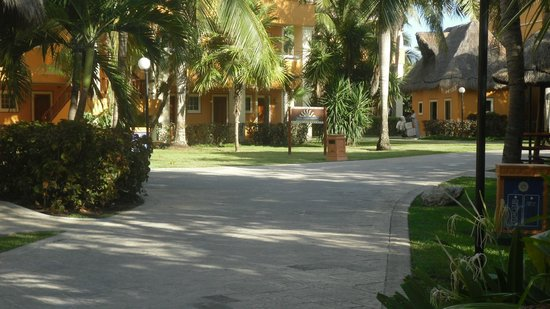Luxury Bahia Principe Akumal Don Pablo Collection: Hotel grounds