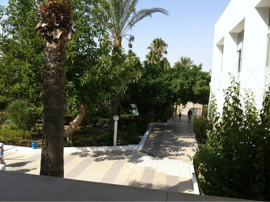 El Mouradi Club Selima: Way to the rooms
