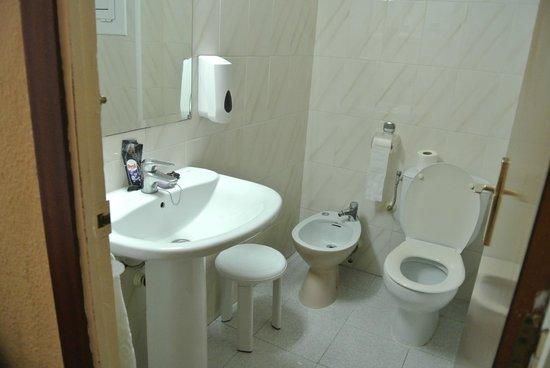 Maria del Mar: Bathroom