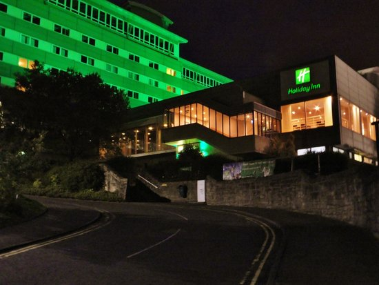 Holiday Inn Edinburgh : Night time view of hotel