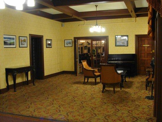 Glynmill Inn: Quaint sitting room