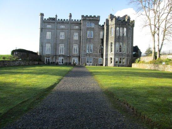 Kilronan Castle Hotel & Spa: View from lake side of castle