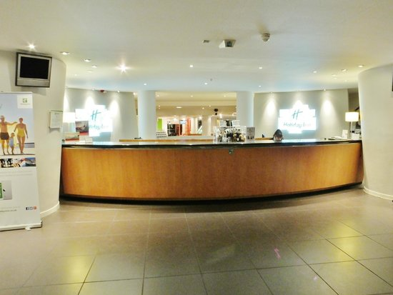 Holiday Inn Edinburgh: Hotel Reception Desk
