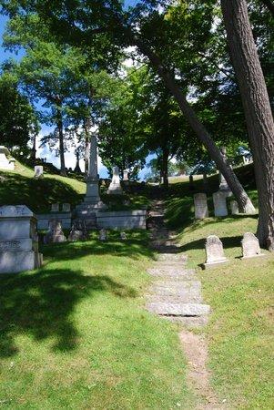 Mount Hope Garden Cemetery: A quiet hillside