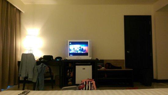 Patong Paragon Resort & Spa : big bed and tv !!
