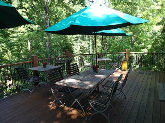 The Lodge on Lake Lure: Deck with lake view