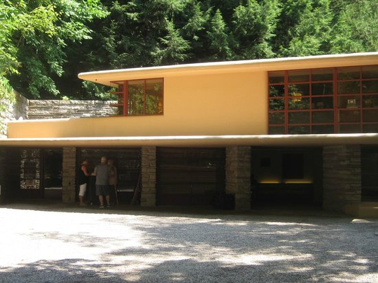 Fallingwater : Garage and Servants Quarters