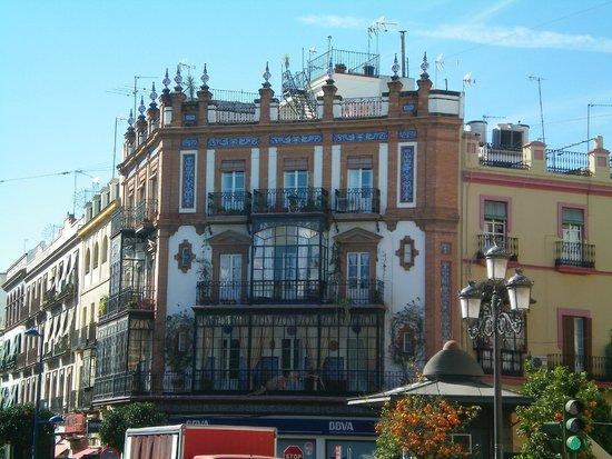 Cafe-Bar Altozano de Triana: Palazzo deve è situato il Bar