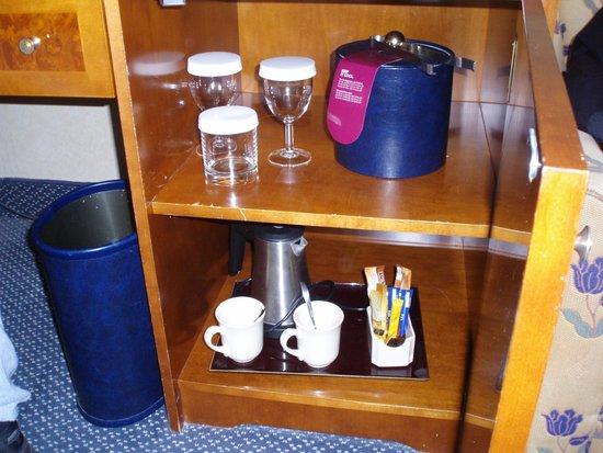 Crowne Plaza Amsterdam - Schiphol: Kaffee und Tee Zubereitung