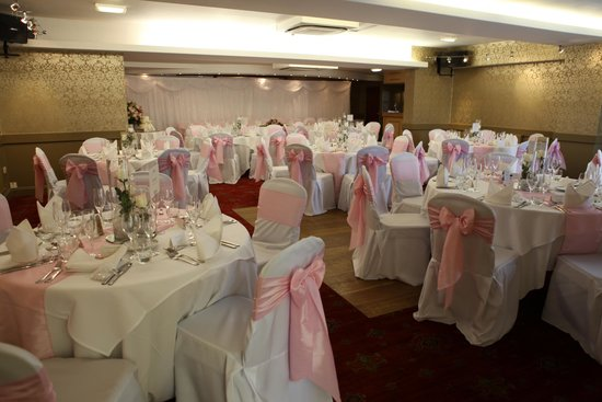 The Longlands Inn & Restaurant: Lapwing Suite - our wedding breakfast room, lighting doesn't compliment it! Very twinkly w/spotl