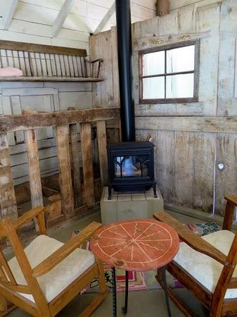 Four Mile Creek Bed and Breakfast: Cozy fire!