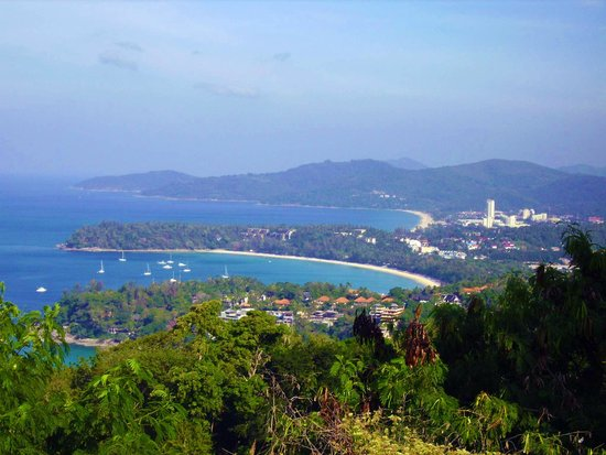 Karon View Point : cominciano a intravedersi le tre baie