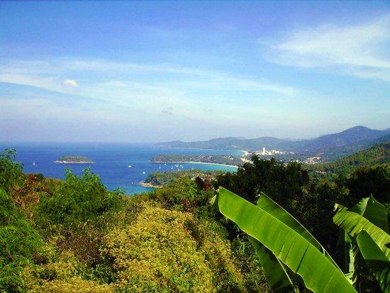 Karon View Point : si vede Crab island di fronte alla baia di Kata