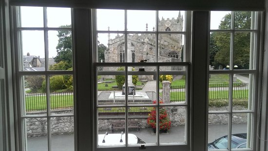 Churchbank Bed and Breakfast : View of the Church from the Panel Room