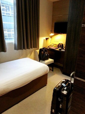 The Wesley Hotel & Conference Venue: Mini Study desk and room