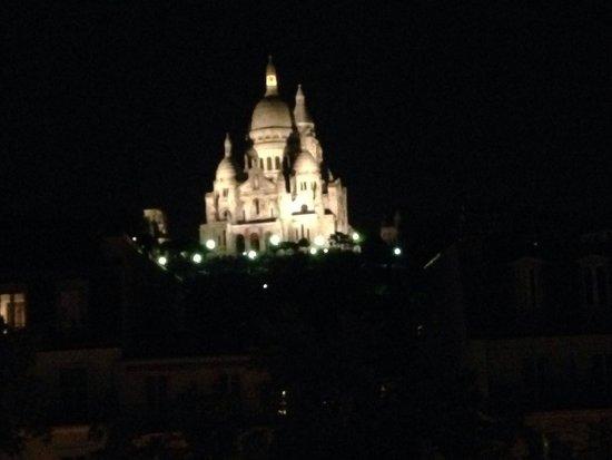 Avenir Hotel: La vista di sera dalla camera 33