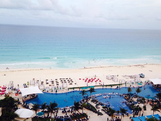Hard Rock Hotel Cancun: Ocean view in the morning.
