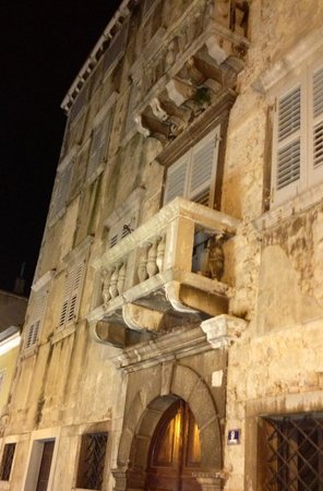 Porec Old Town: Old town along the main drag. Look up !
