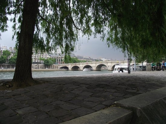 Ile de la Cite : Pont Saint-Michel vista sob a Pont Notre-Dame