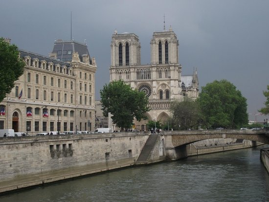 Île de la Cité: Torres da Catedral Notre-Dame vista da Pont Saint-Michel