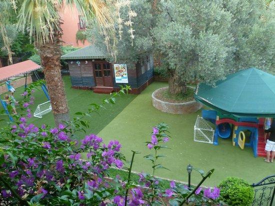 Suncity Hotel & Beach Club: Детская площадка