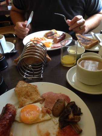 Grosvenor Place Guest House: Demolishing the breakfast, sooo good