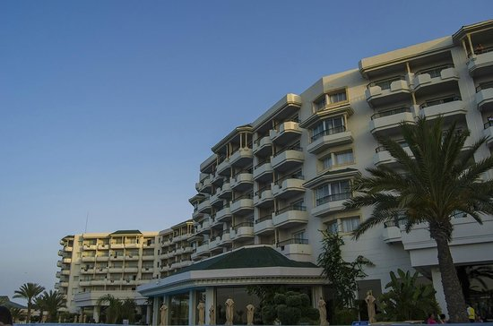 Iberostar Royal El Mansour : hotel pohľad od bazénov