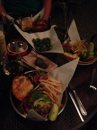 Three Rivers, Californien: we all had burgers and they were delicious!!!