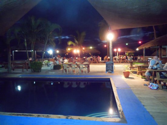 Smugglers Cove Beach Resort & Hotel: Dining area